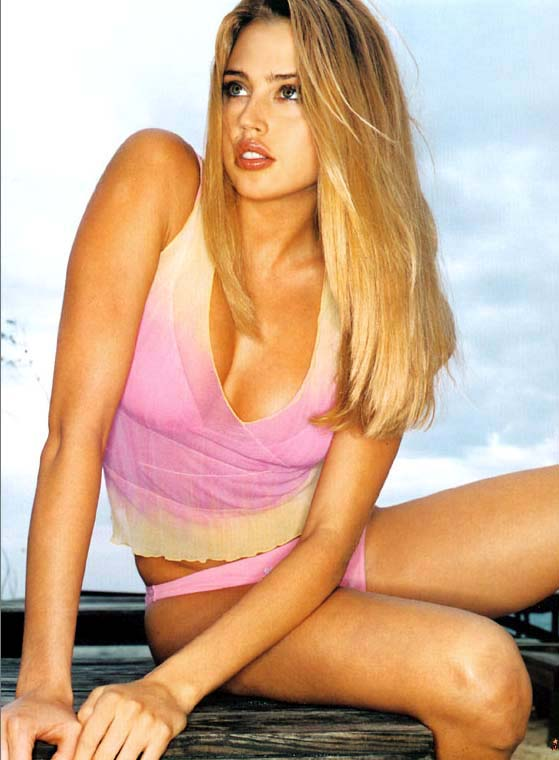 http://www.famous-people-search.com/estella_warren/estella_warren_pictures/estella_warren_004.jpg